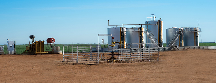 Oil Storage Cylinders (in Field)